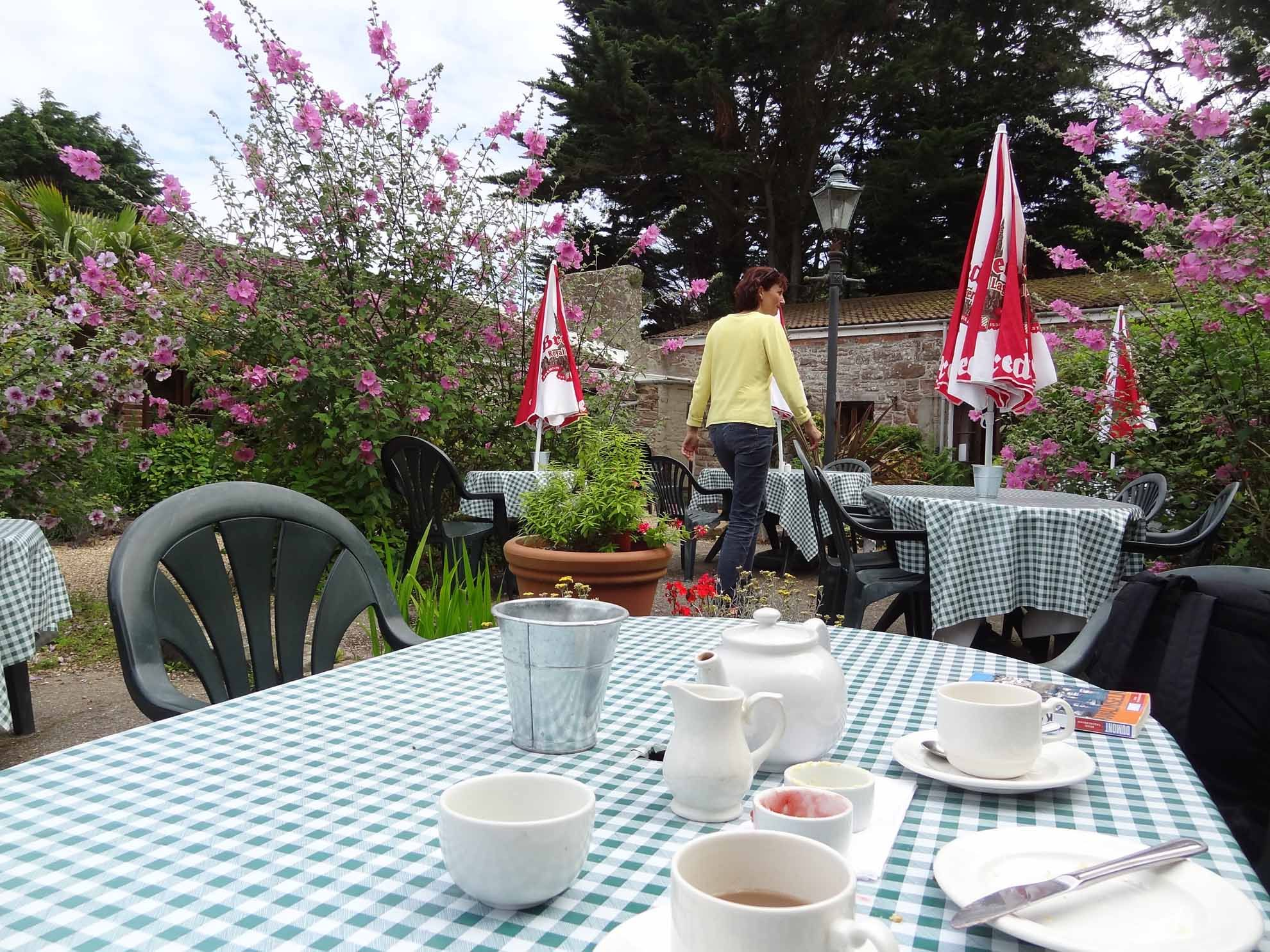 2012-07-16_Cream Tea im Old Barn
