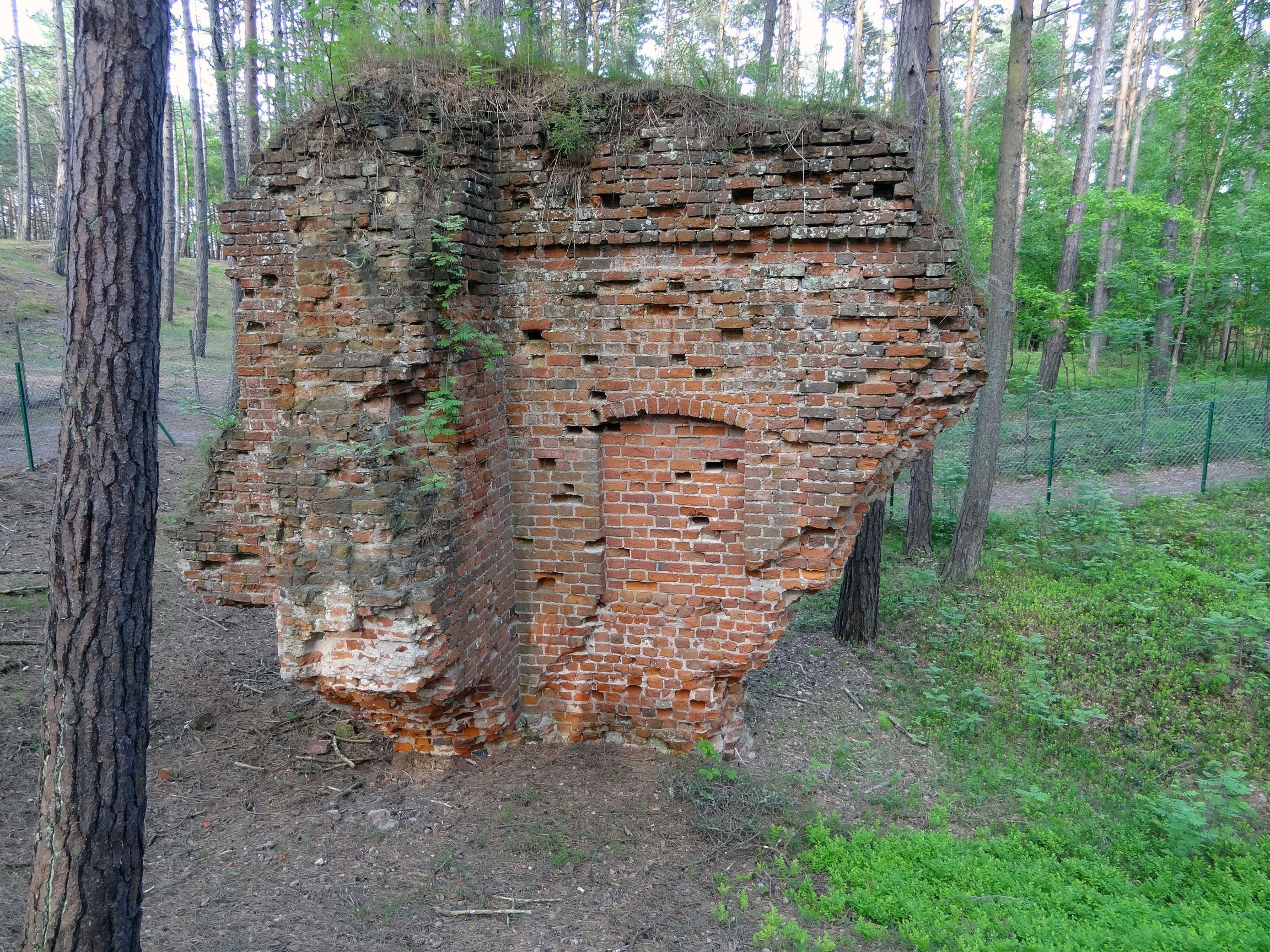 Kirchenruine vom ursprünglichen Dorf Leba