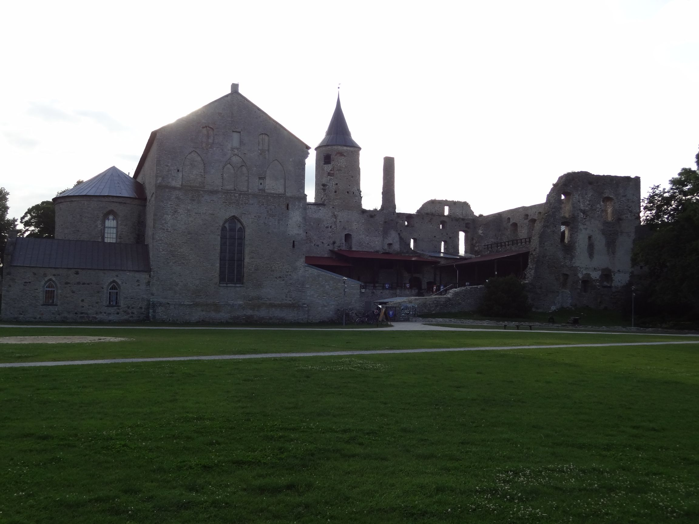 Domkirche in der alten Burgruine