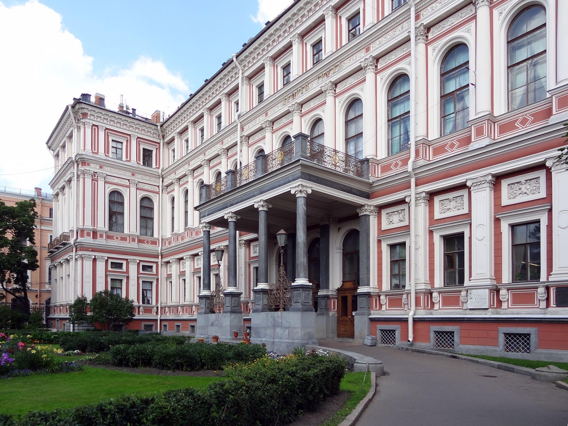 Nikolai-Schlos, jetzt ein Verwaltungsgebäude