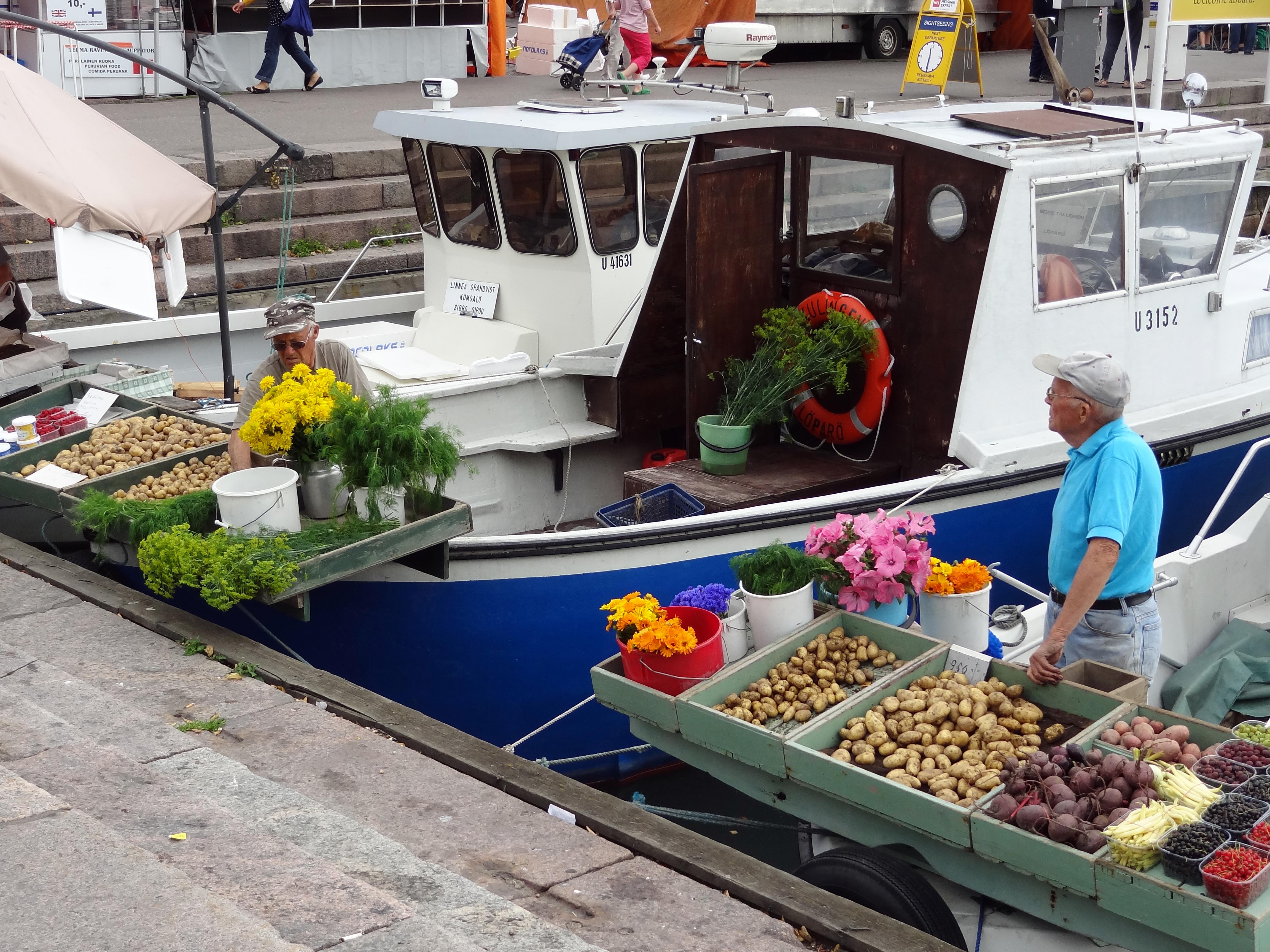 Fischer auf dem Markt in Helsinki