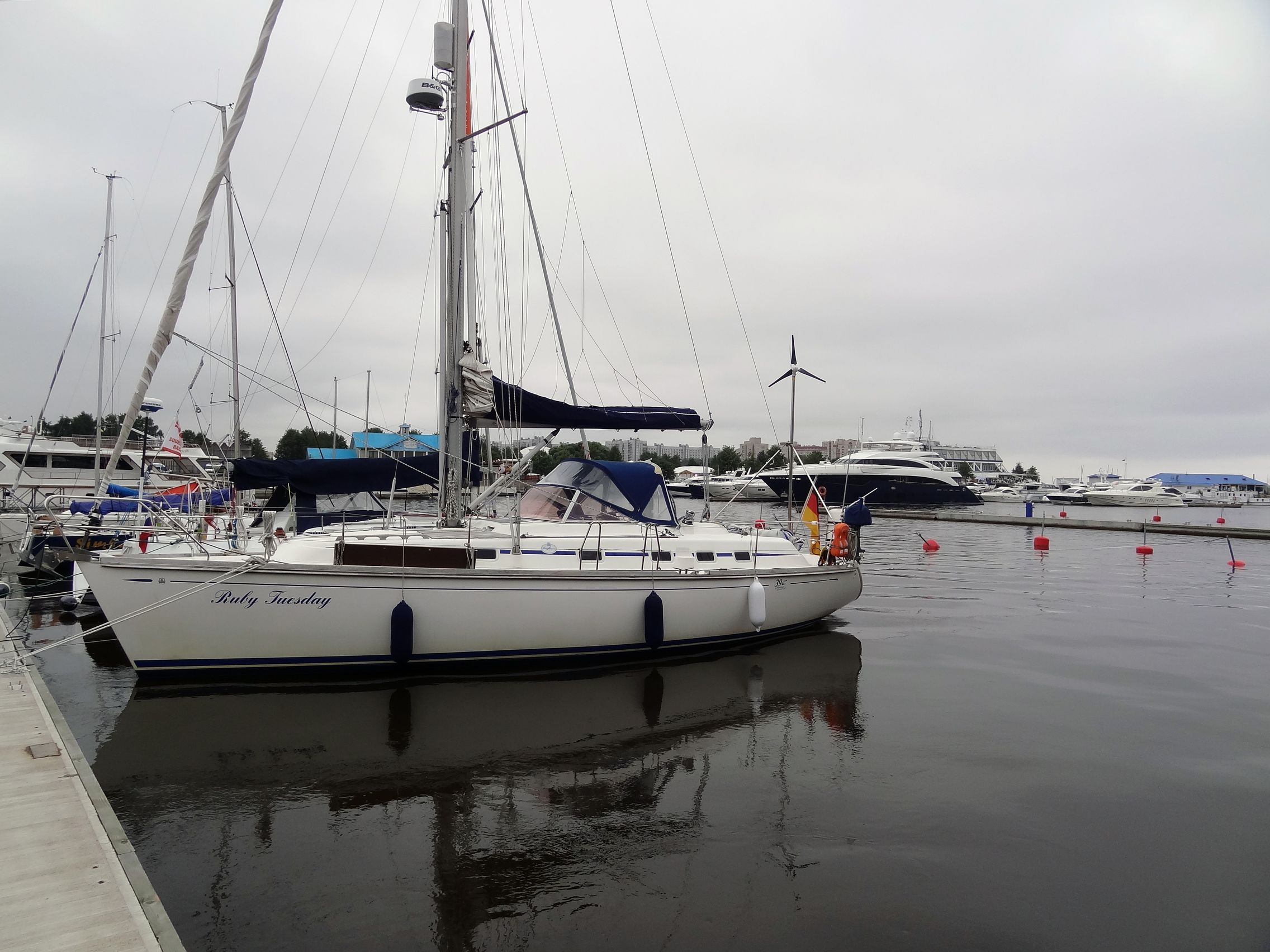 Liegeplatz im Krestovkij Yacht Club in St. Petersburg