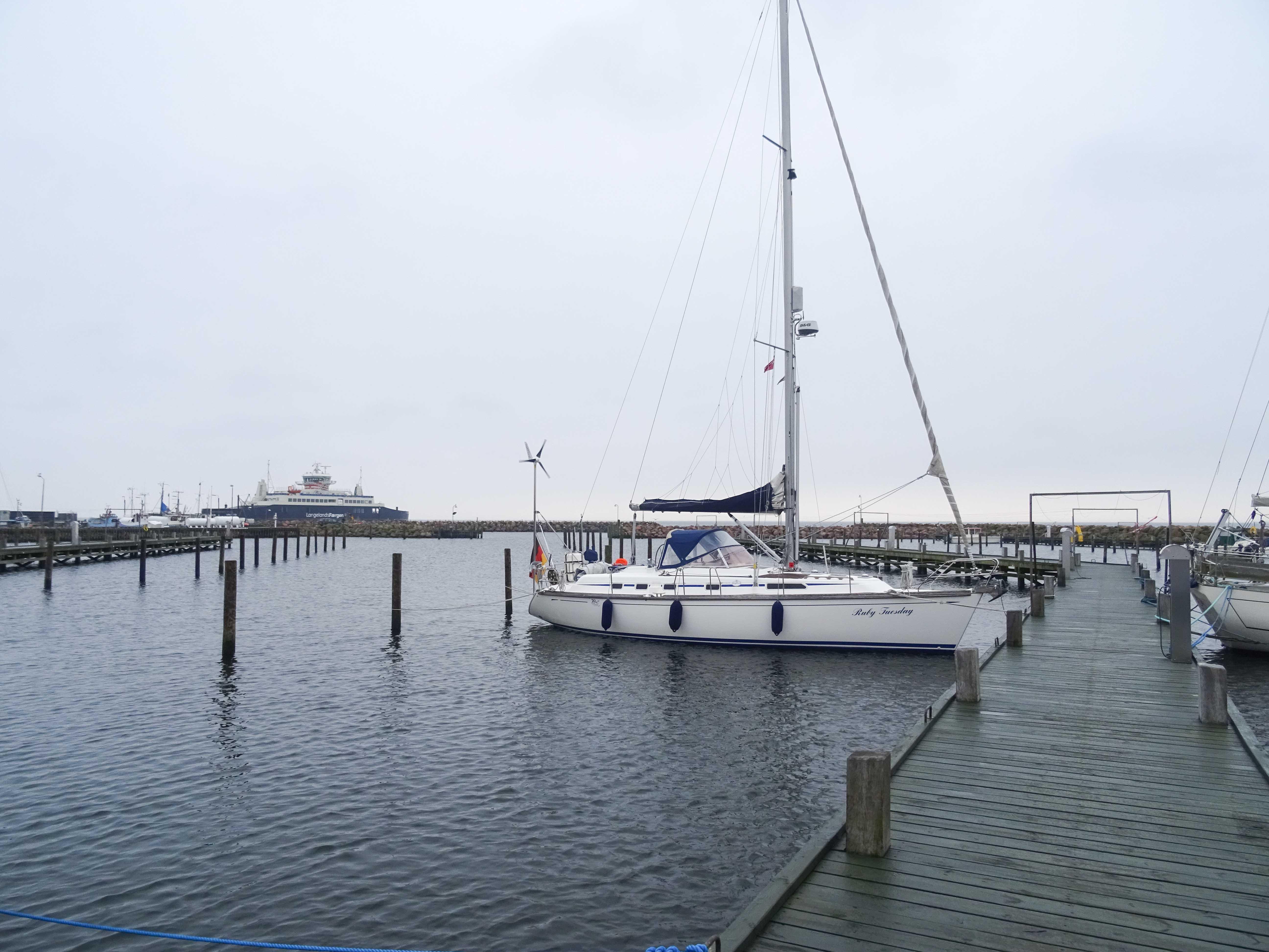 Leerer Hafen in Spodsbjerg