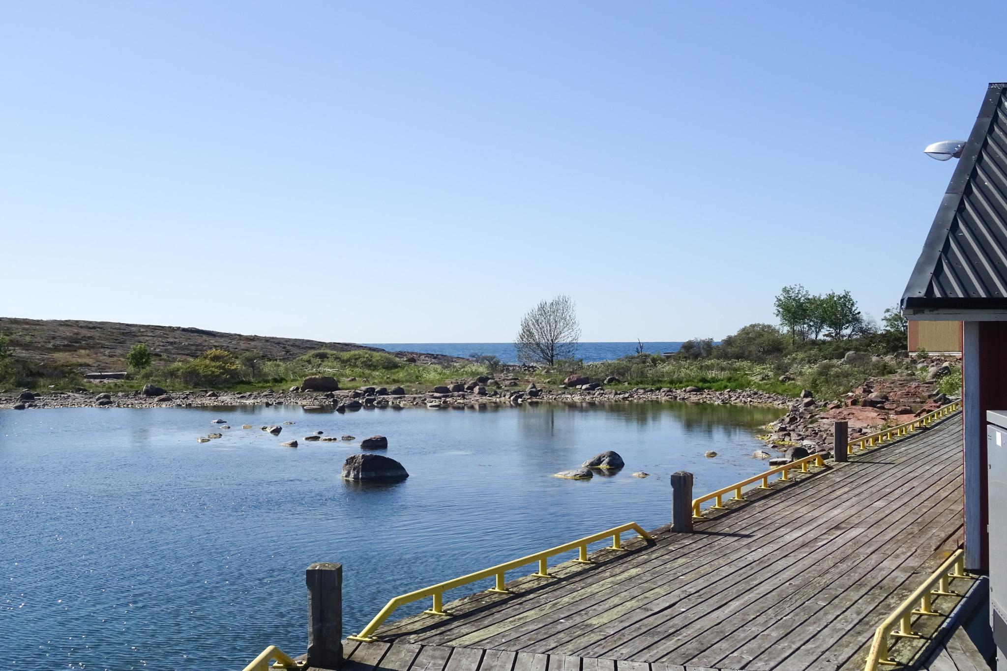 Steg und Bucht in Enskär