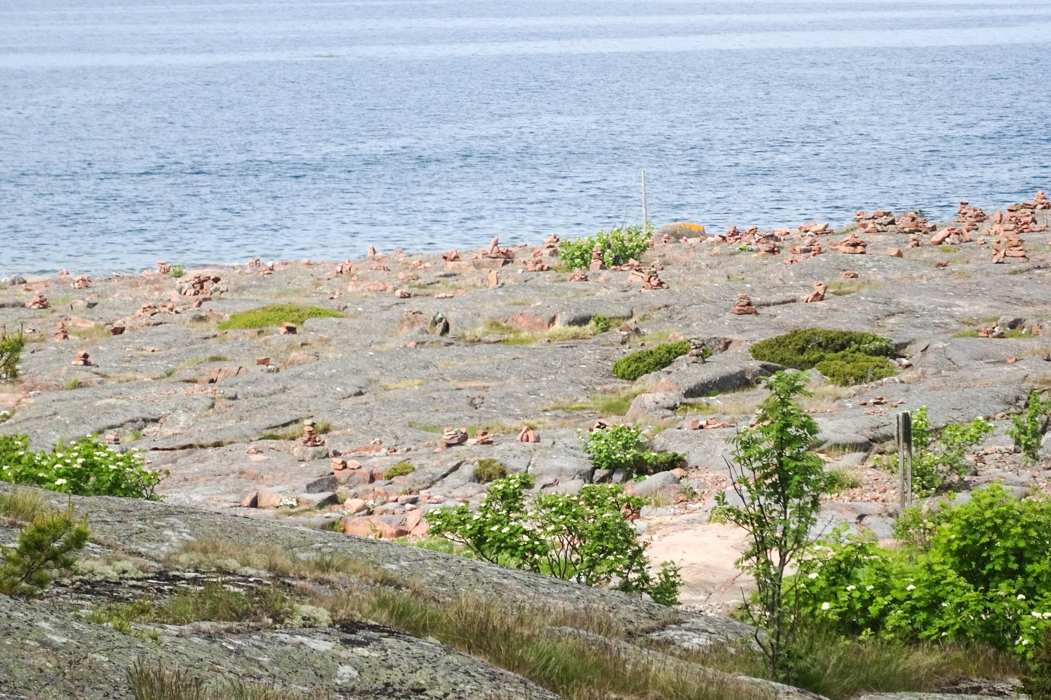 Eine Insel voller Steinhaufen