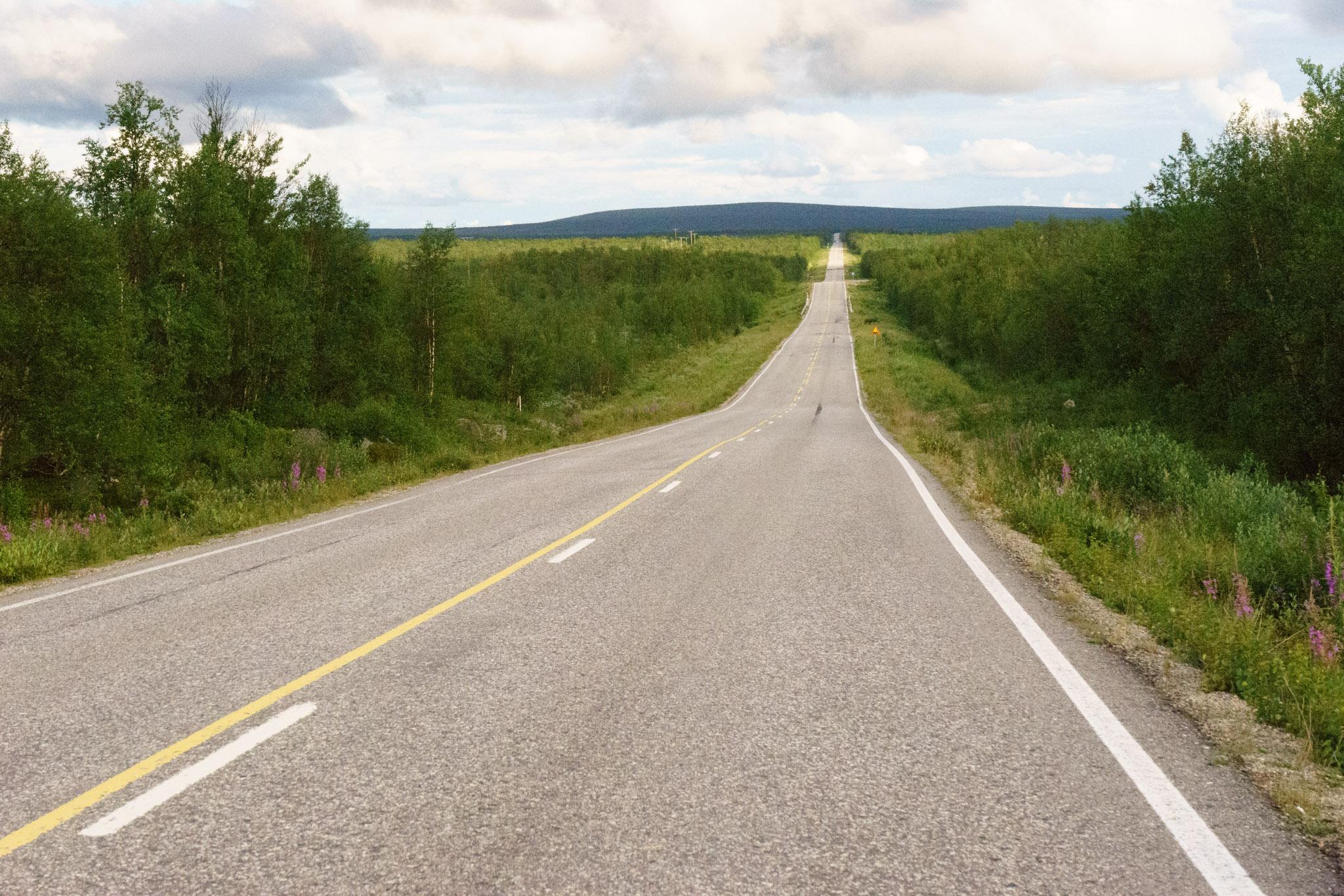 Wieder eine lange Straße