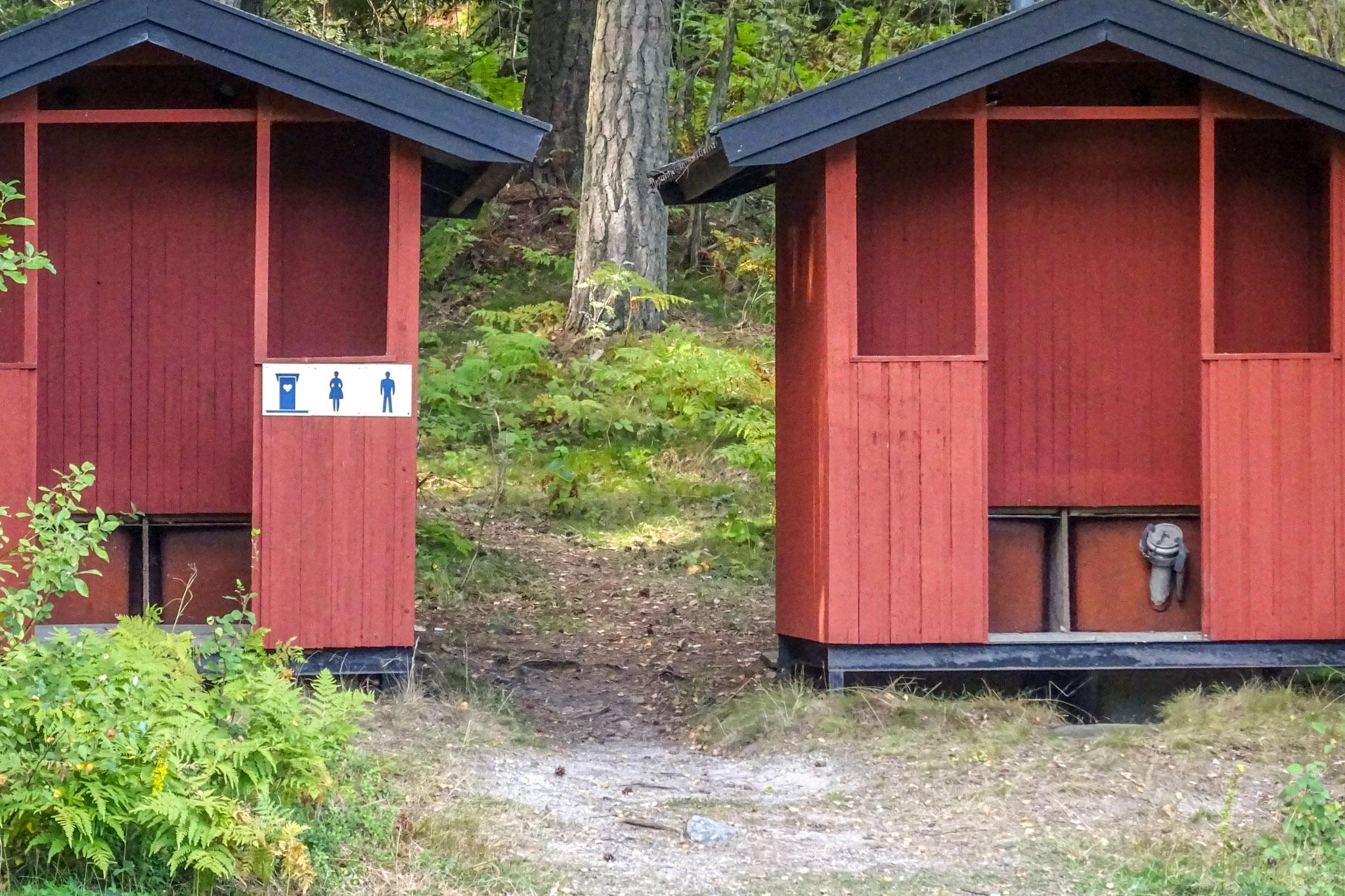 Open-Air-Trocken-WC
