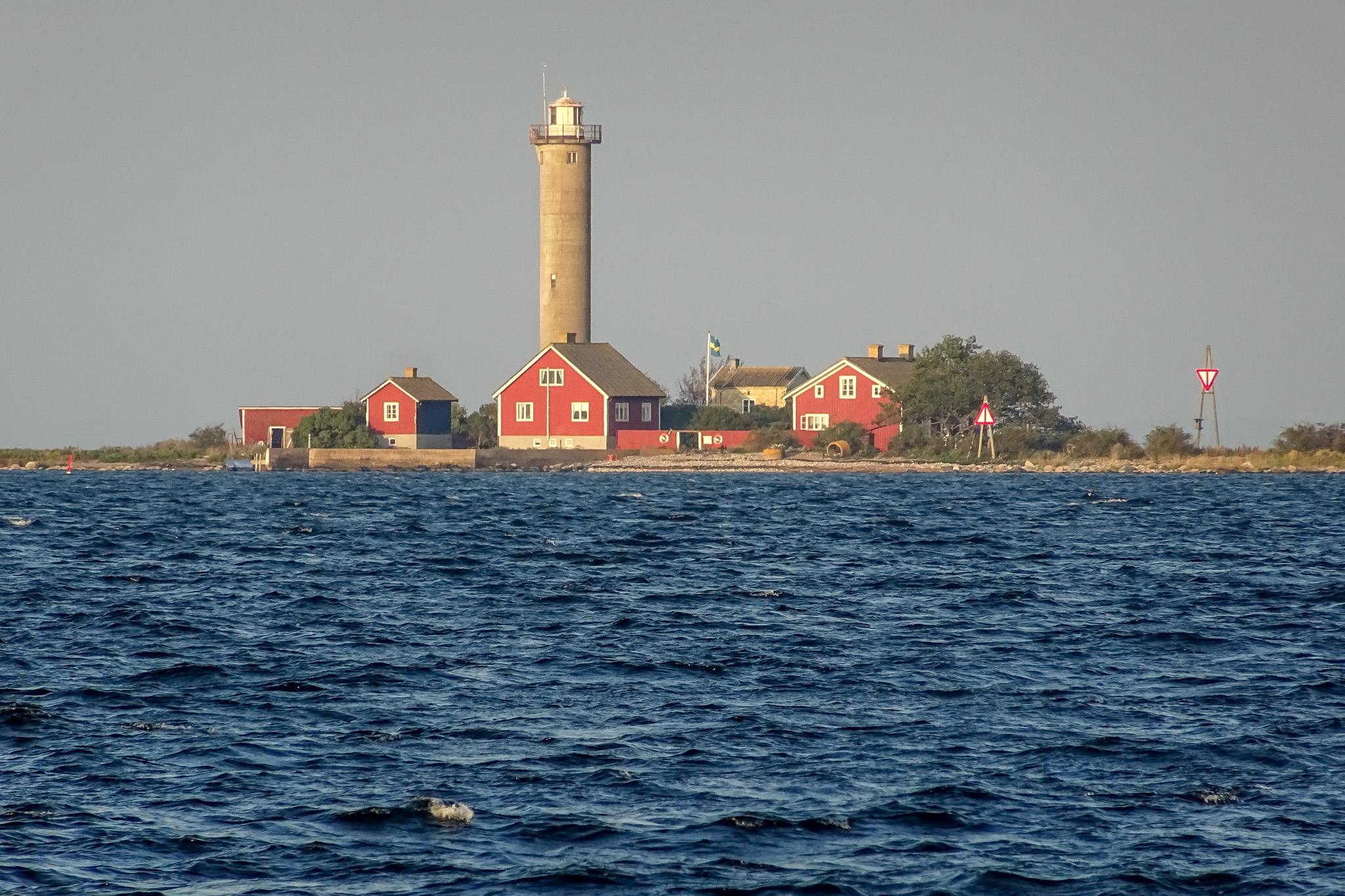 Leuchtturminsel mit Jugendherberge am Fahrwasser nach Bergkvara