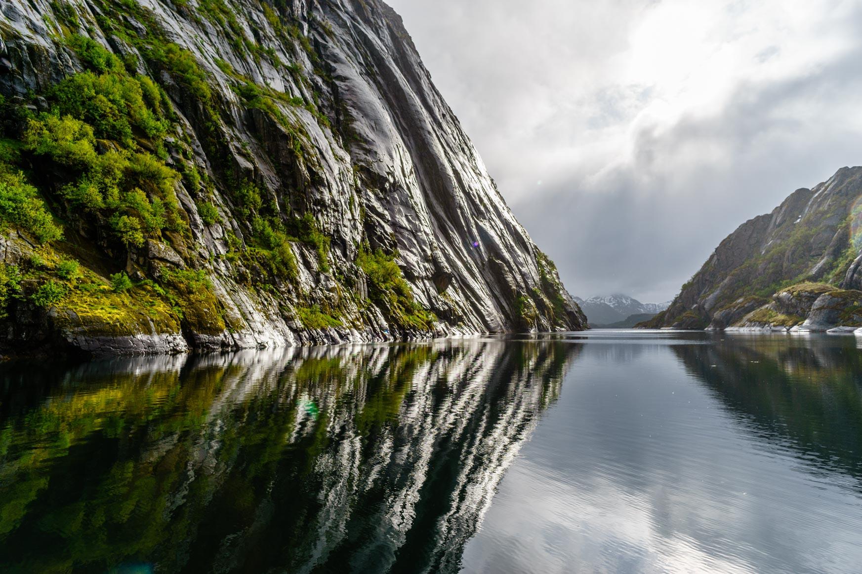 Und noch mal spiegelnde Felswände