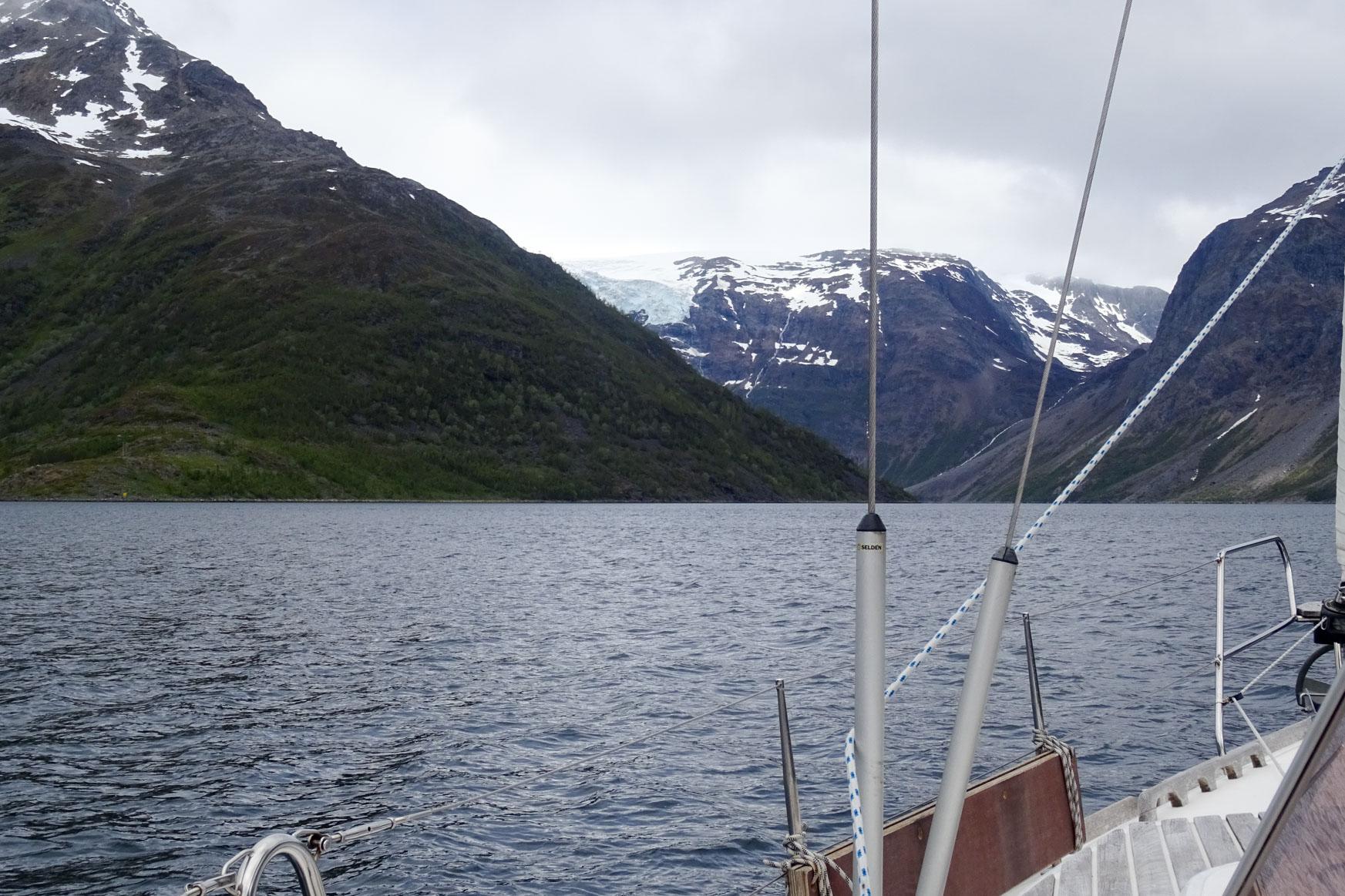 Hinten links das erste Stück vom Gletscher
