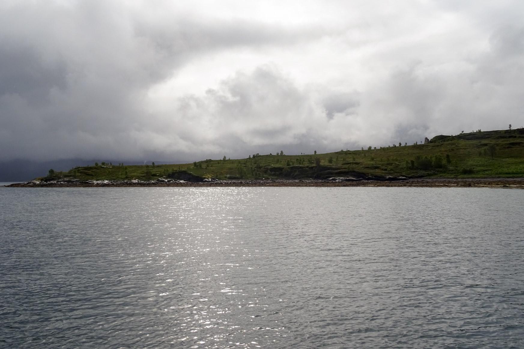 Dunkle Wolken über Folesoyhamn