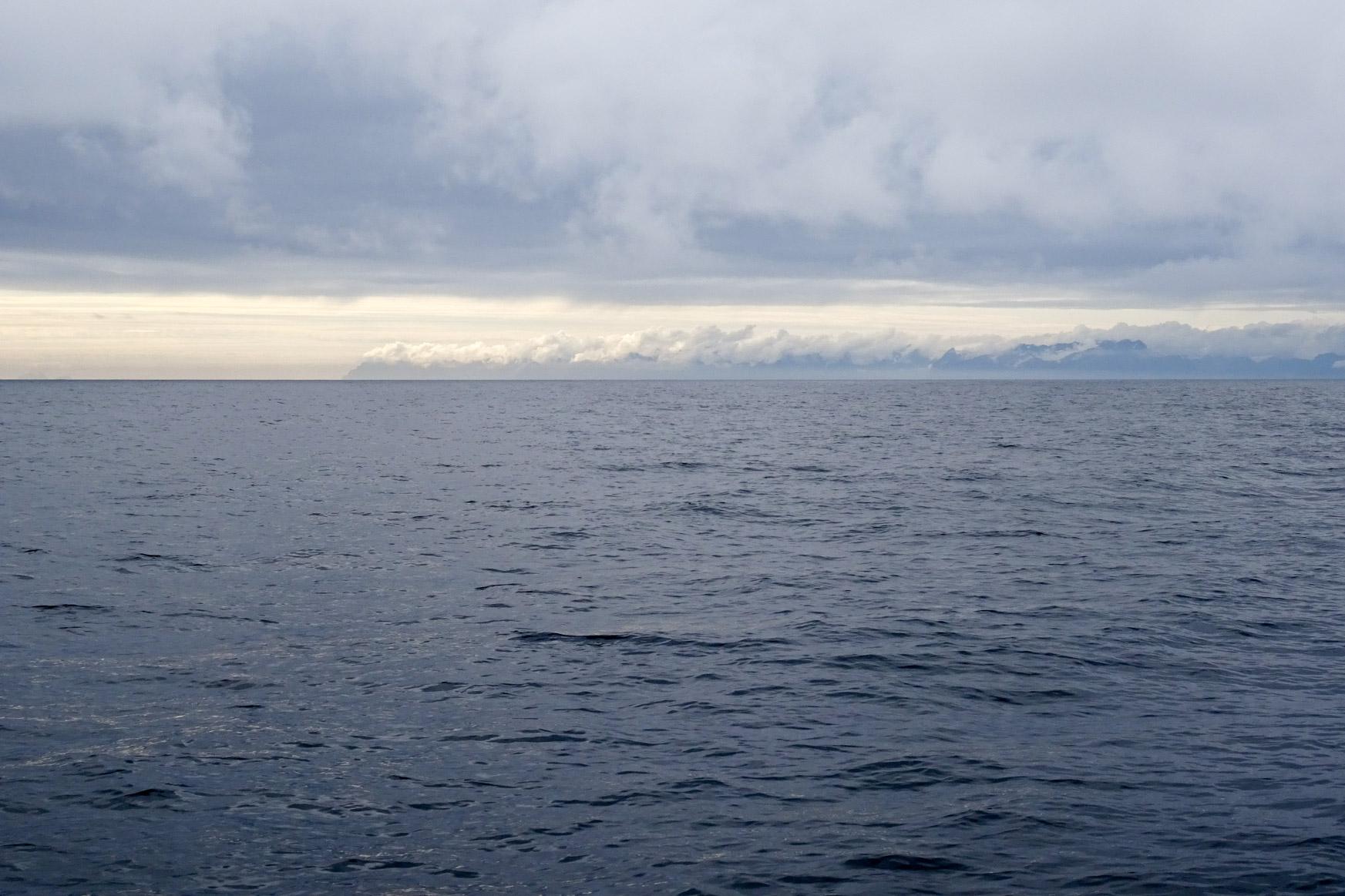 Lofoten in den Wolken