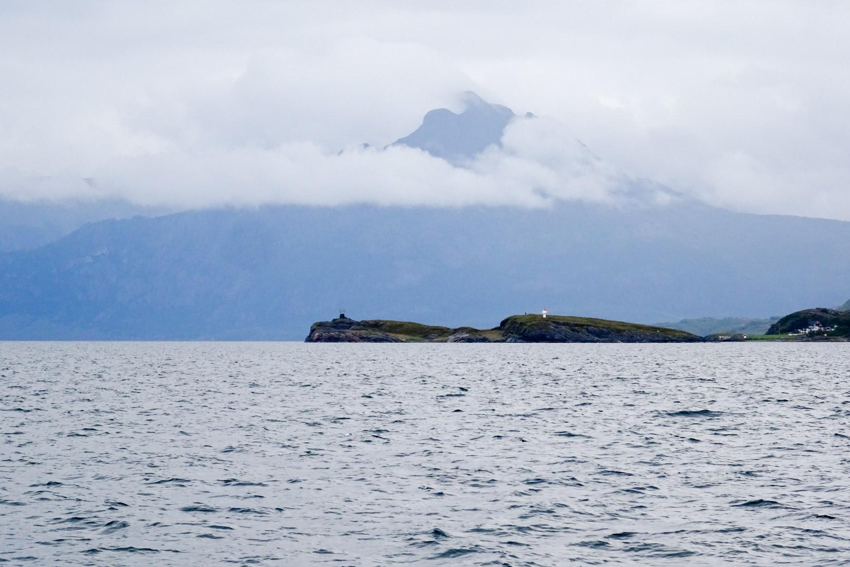 Polarkreissymbol und Leuchtturm auf der Insel Viking