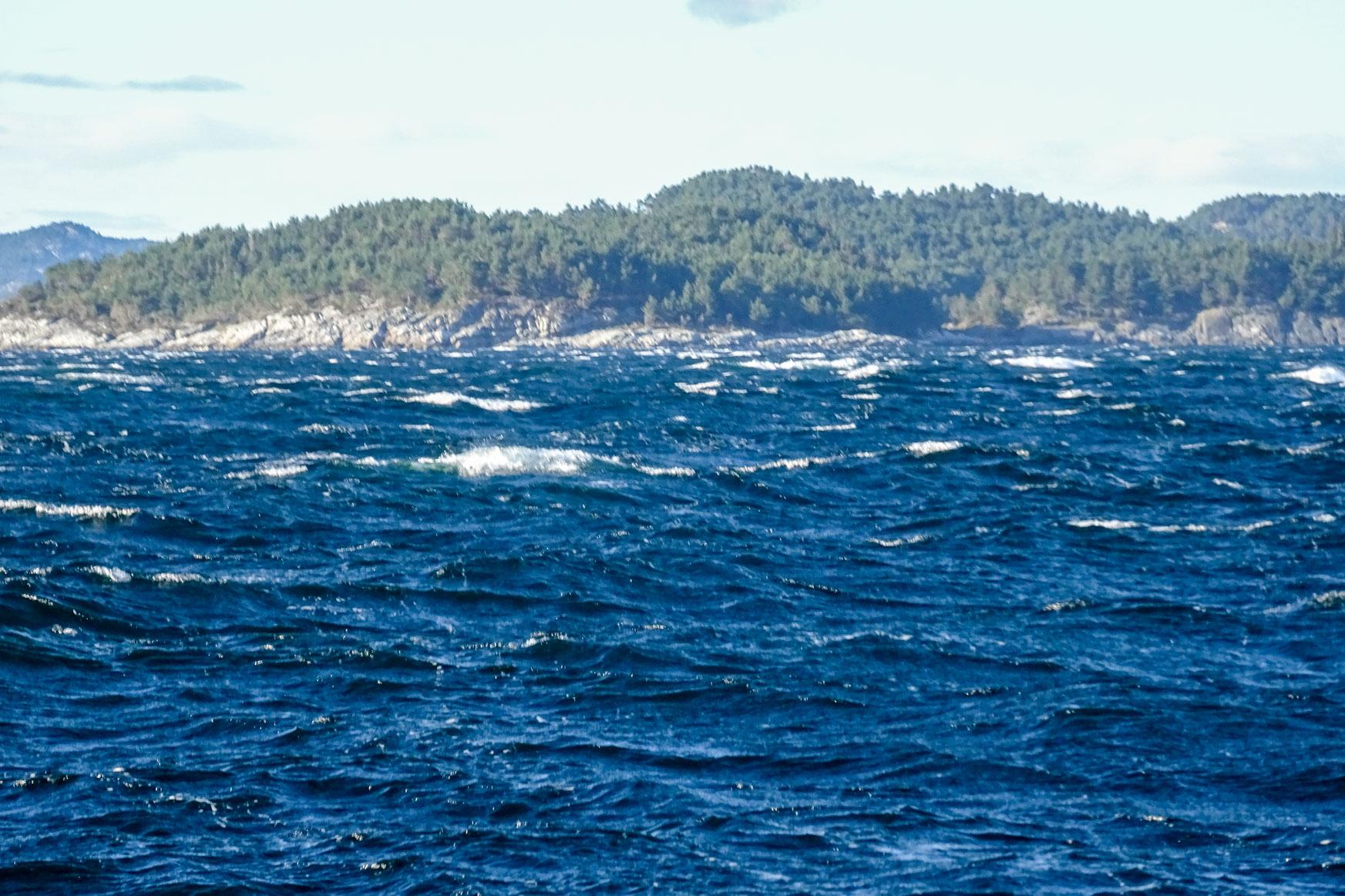 Tolles Segeln bei Wind und Welle