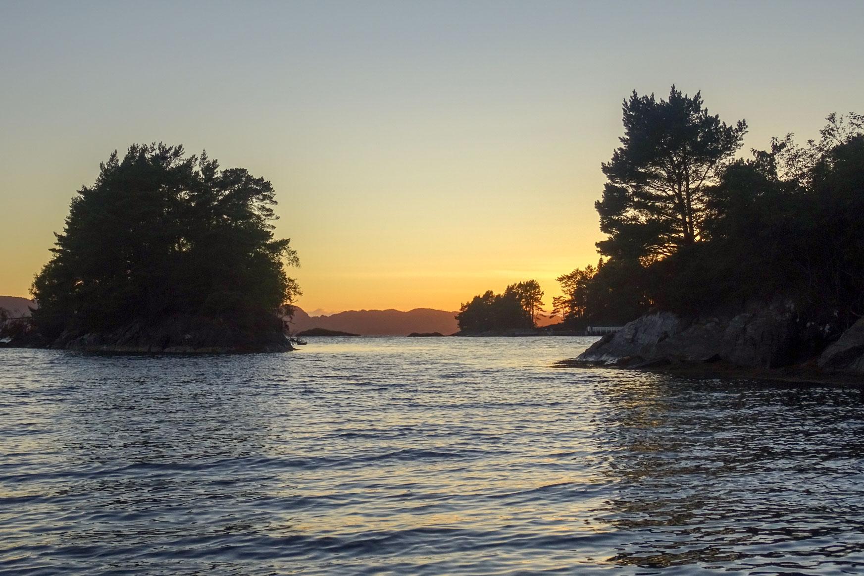 Sonnenuntergang im Godøysund