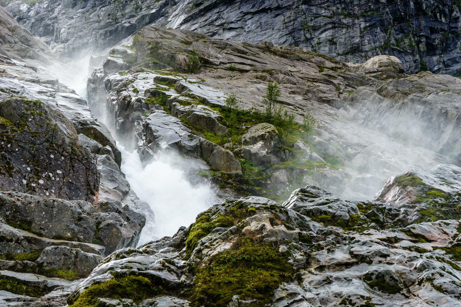Wasserfall unterhalb des Bondhusbreen