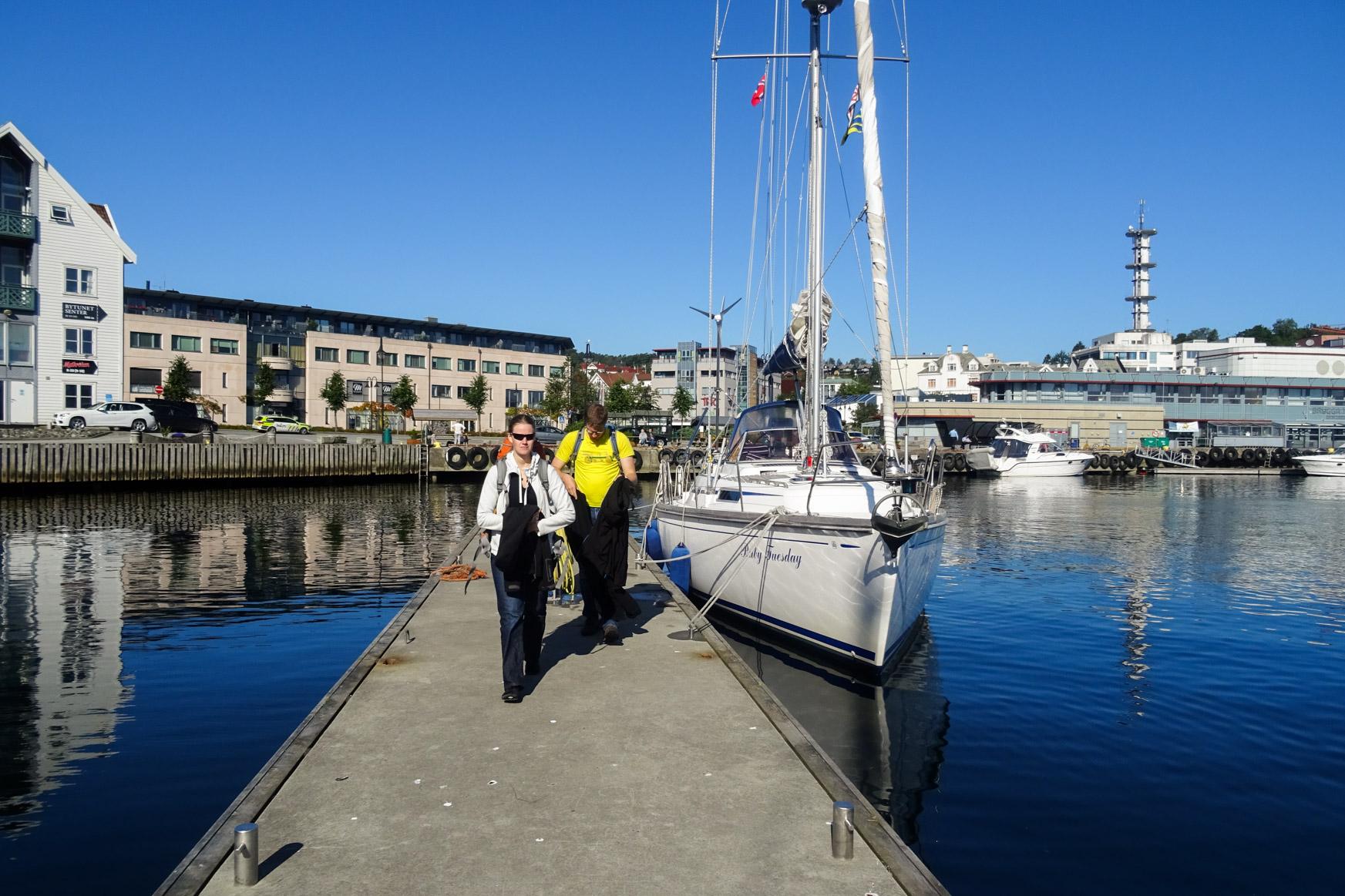 Die Crew verläßt das Boot