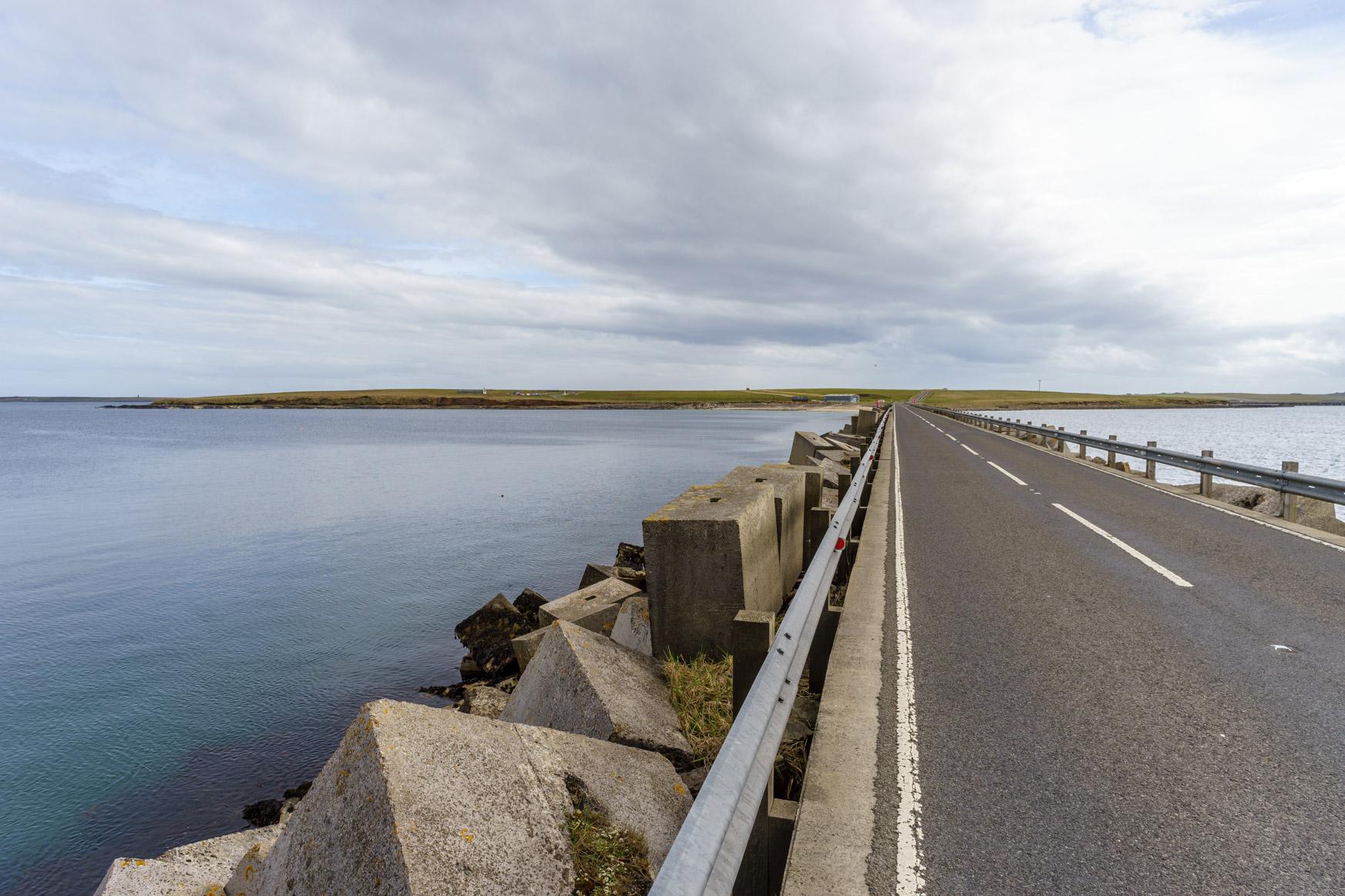 Landstraße über die Churchill Barriers