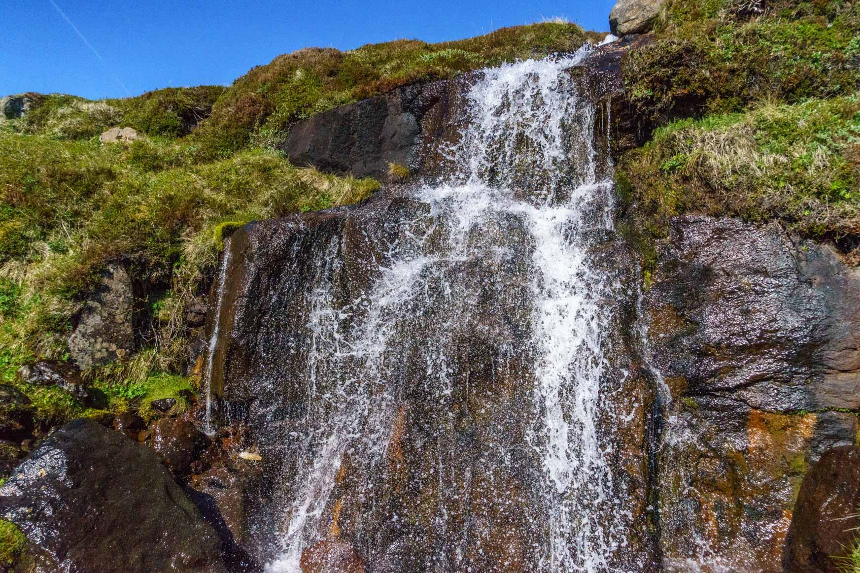 Der erste von bestimmt gaaaanz vielen Wasserfällen