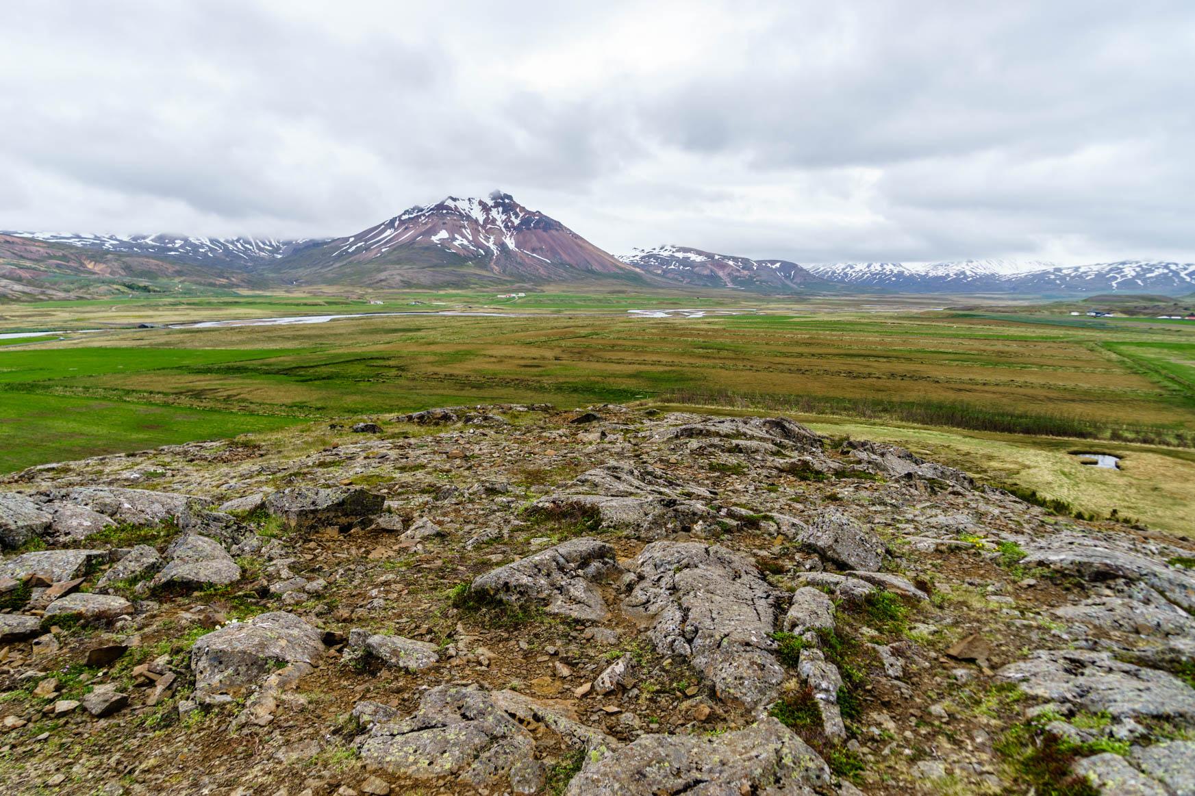 Weites Tal mit Rhyolitbergen