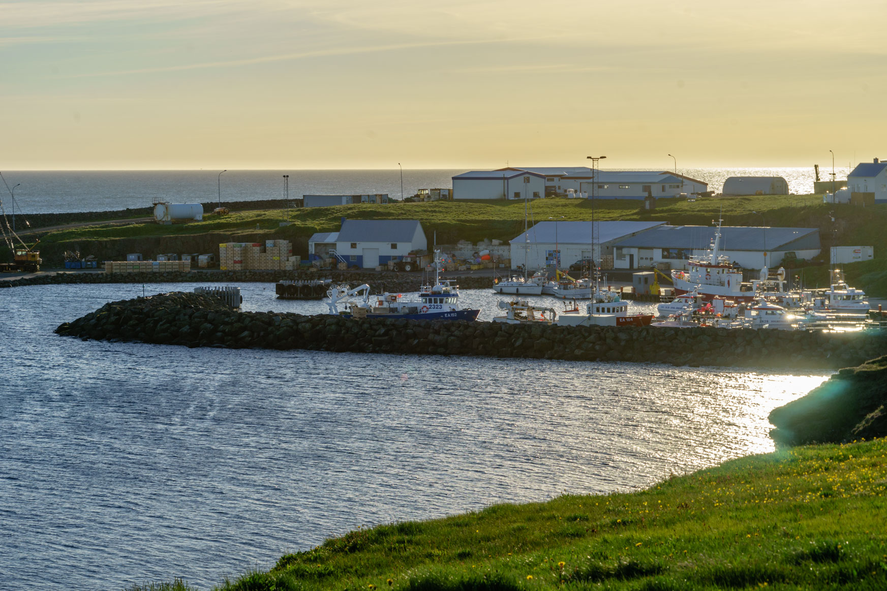 Hafen von Grímsey in der Mitternachstsonne