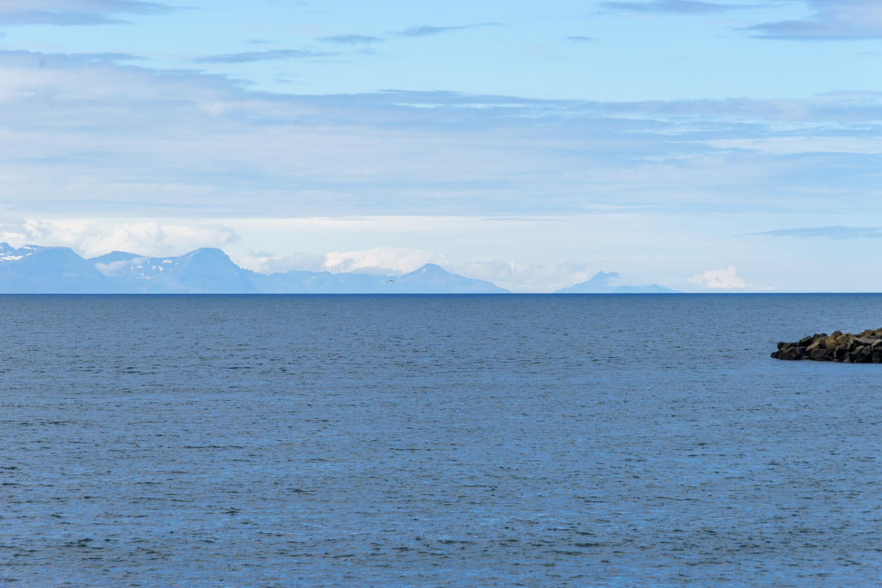 Ganz am Horizont liegen die Westfjorde