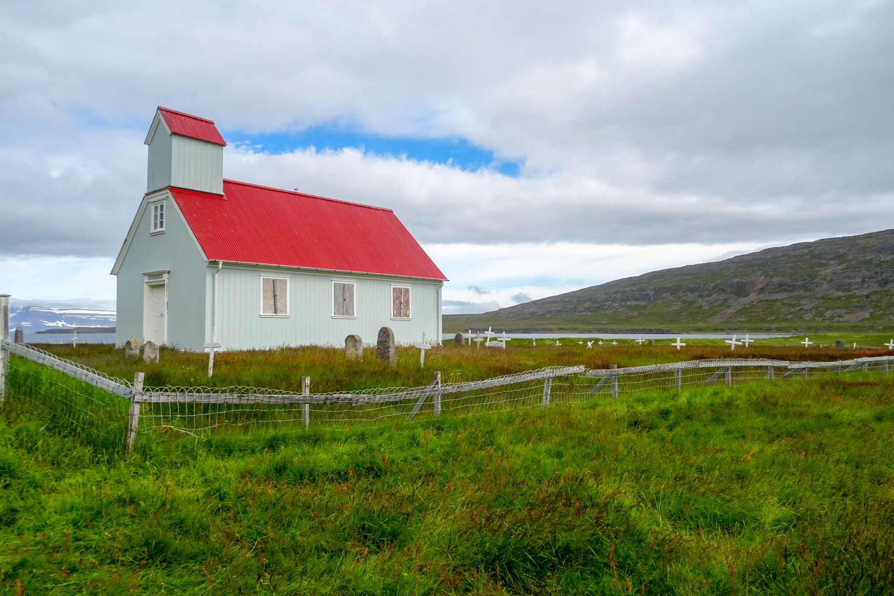 Kirche auf der Moräne Eyri