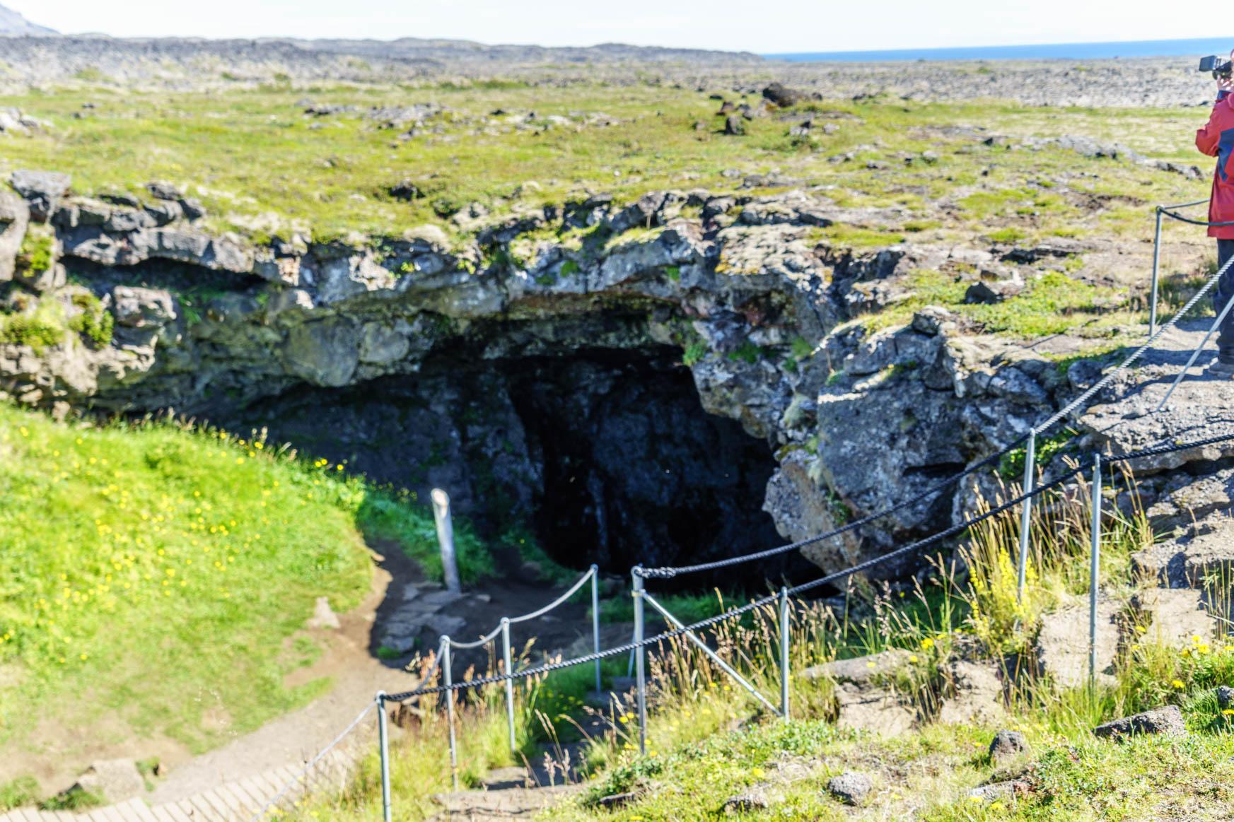 Eingang der Vatnhellir-Höhle