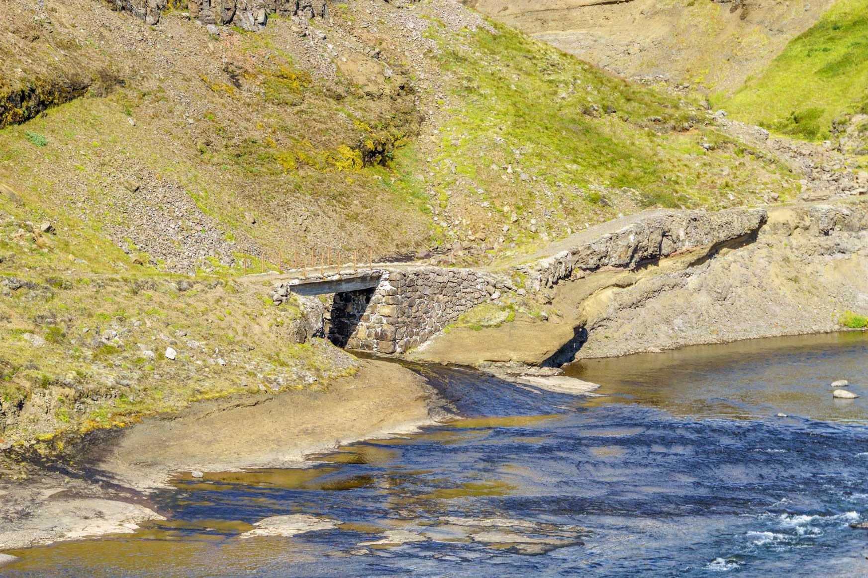 Alte Brücke - früher, als es noch keine Straßen gab, war hier mal ein Reitweg