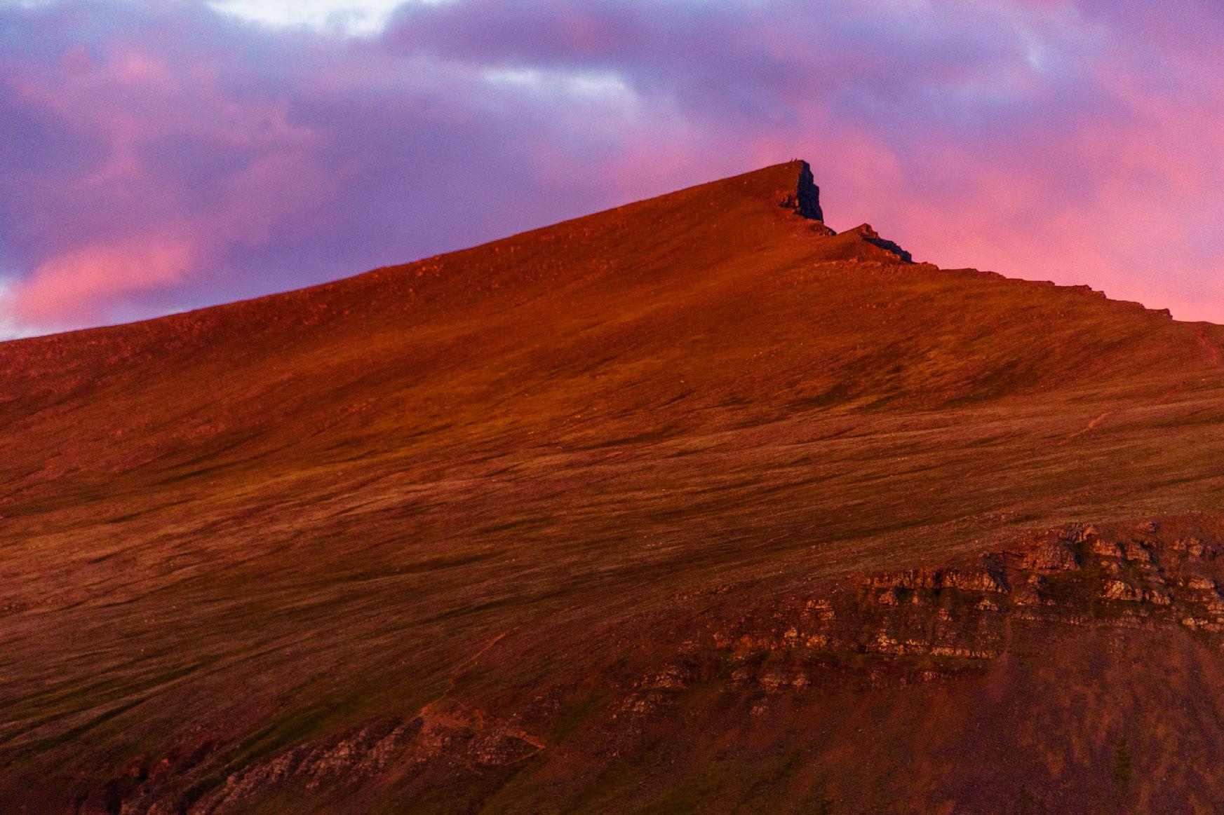 Sonnenuntergang am Akrafjell, dem Hausberg von Akranes