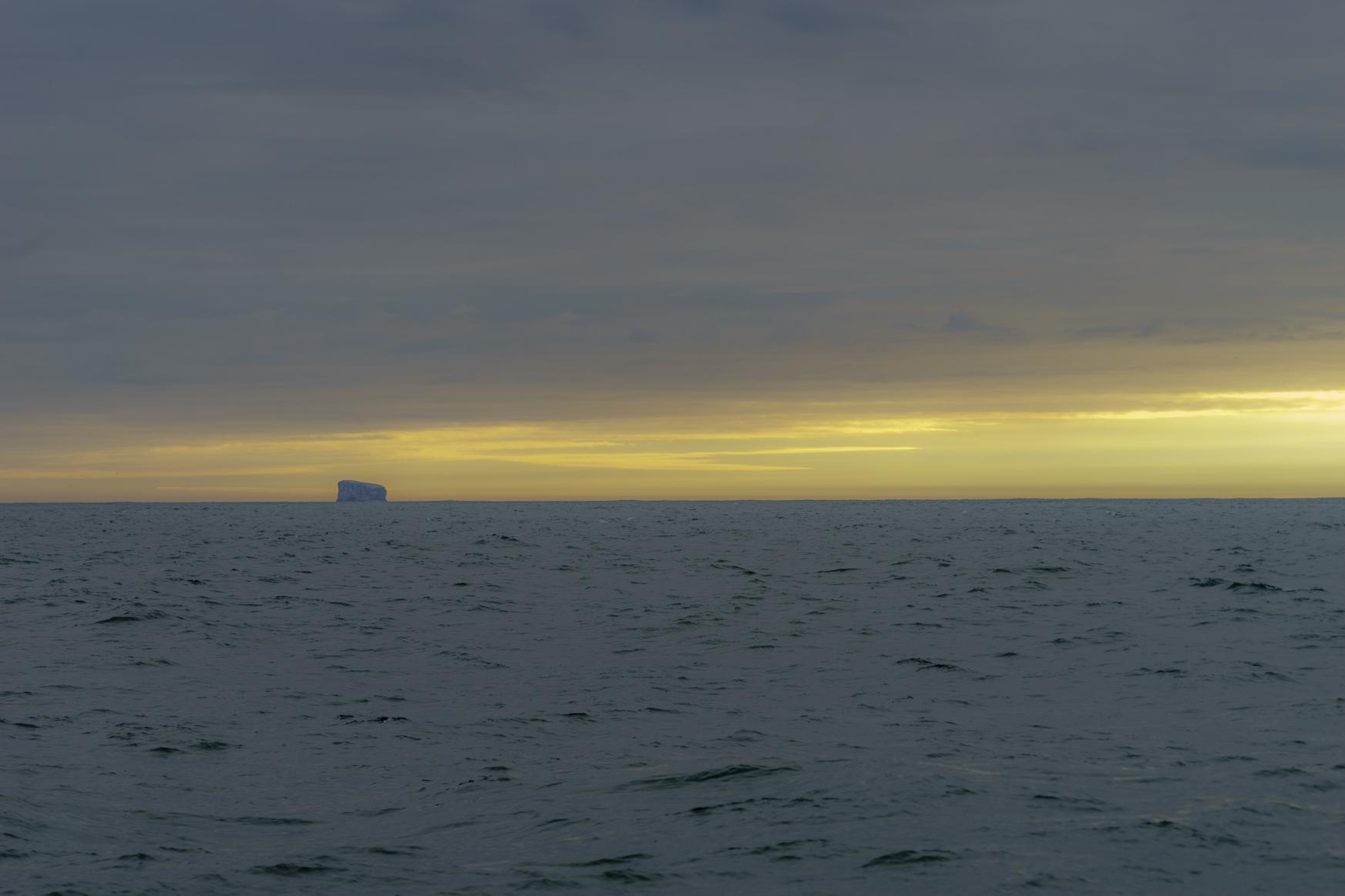 Insel Edey - ein einzelner Felsen am Kap Reykjanes